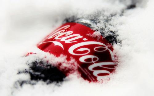 普通の赤いコカ・コーラ飲む奴おかしいだろwwwwwwwwwwwwwwww
