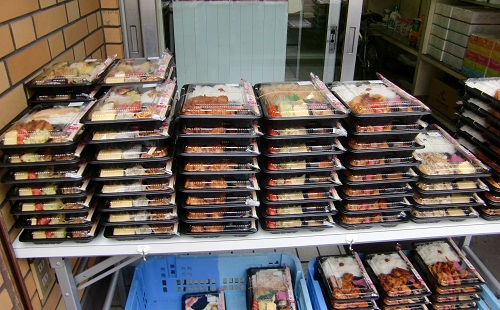 池沼が売りにくる弁当500円wwwwwwwwwwww