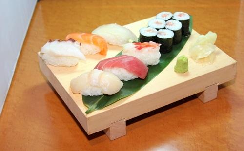 【悲報】俺氏、高級寿司屋に誤入店し死亡wwwwwwww