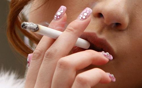 タバコ吸ってる女って正直どう思う?