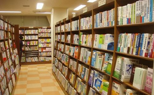 おまえらなんで本屋で本買わないの?書店が2/3にまで減少 電子書籍やスマホが原因