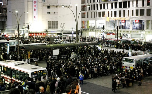 震度4でも仕事を続ける日本人 「地震ごときで手を止める訳にはいかない」(社畜感)