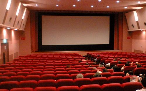 デブな奴と一緒に映画館に行った時にありがちな事wwwwwww