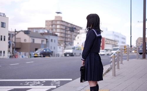 【悲報】男が女子高校生に対し「この近くのセブンイレブン知りませんか」と声を掛ける事案が発生