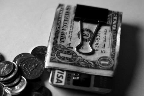 【画像あり】日本人よ、これが財布だ。長財布や二つ折り財布は今すぐ捨てろ