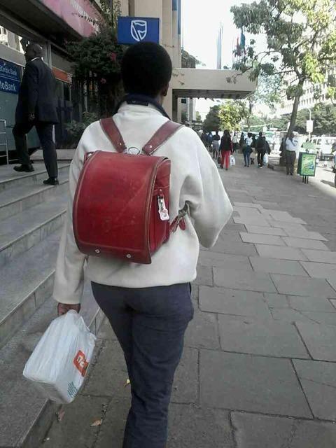 【ワロタ】 ケニアで日本のランドセルが流行wwwwwwwwwwwwww (画像あり)