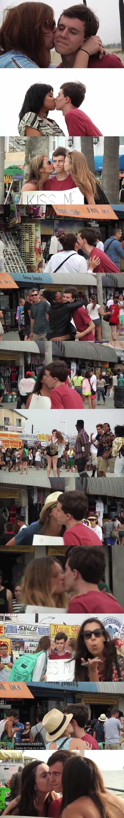 【裏山】 男が 「キスして!!」 と書いた看板を持って路上に立ってみた結果wwwwwwww