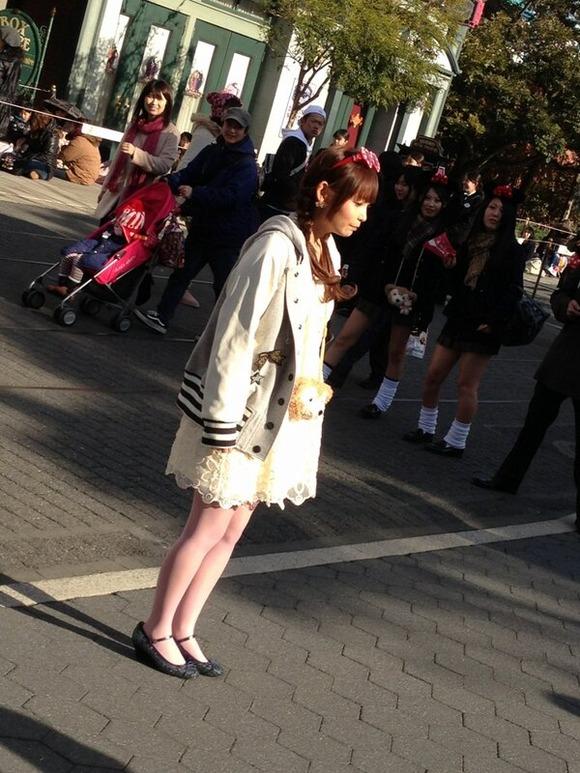 【悲報】中川翔子さんが夢と魔法の国でもぼっちに