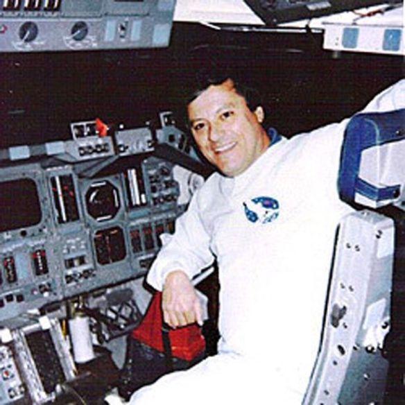 スペースシャトルには「身長3メートルの巨人宇宙飛行士」が乗っていた…元NASA技術者が証言(画像あり)