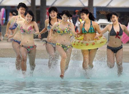 ナガシマスパーランド、ジャンボ海水プール開き