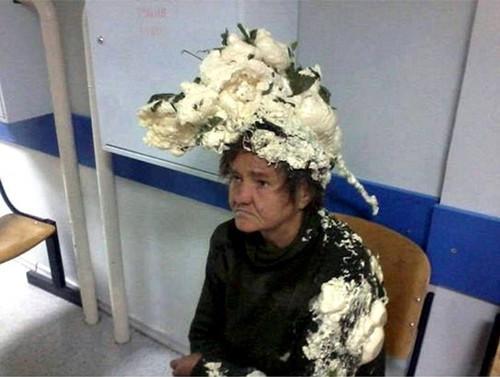 発泡断熱剤をムースと間違えた女性、「カリフラワー頭」に(画像あり)