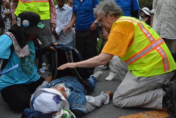 【沖縄】基地反対派が車両通行を妨害 → 救急車の到着が遅れる → 「人命よりヘリパッド建設を優先した」と被害者面