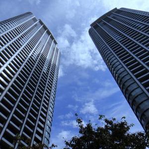 本当は怖いタワーマンション…絶景眺望の落とし穴「高層階症候群」とは