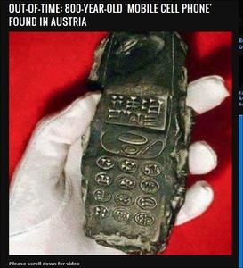 【画像】タイムトラベラーは実在した? 800年前の携帯電話が出土!