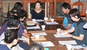 【鳥取】子連れの主婦ら「けんぽうカフェ」で安保法学ぶ