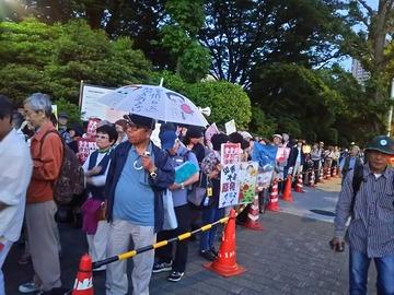 【画像】国会前に集まったサヨクが安倍総理を誹謗中傷