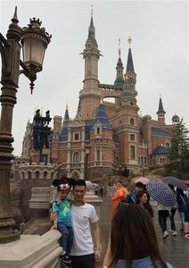 上海ディズニー、試験営業でトラブル続き → 地元紙「中国ではどこでも普通にあること。入場者の99%は中国人同士で問題はない」