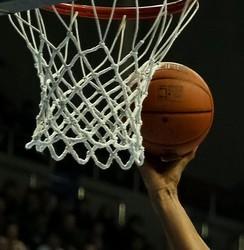 中国と韓国がバスケの親善試合 → 大乱闘に発展して途中で終了