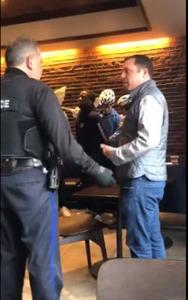 【米国】スタバで人を待っていた黒人、「何も注文してない」という理由で通報され逮捕…動画あり