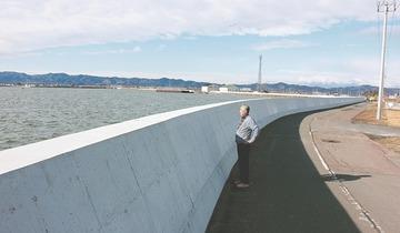 【宮城】「すっかり海が見えなくなってしまった」 防潮堤を高くした結果、海が見えづらくなったと住民不満
