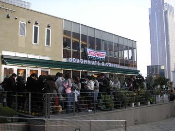 開店時に長蛇の列を誇ったクリスピードーナツ1号店が閉店へ