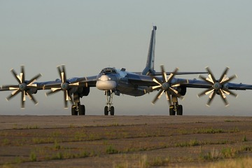 【米国】カリフォルニア沿岸にロシア爆撃機が接近 → 無線で「独立記念日を祝いに来た」と話して退却
