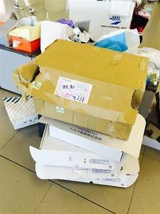 """【関空】中国人が""""爆買いゴミ""""を大量放置 → 清掃員が回収 → 「中に現金が入っていた」とクレーム"""