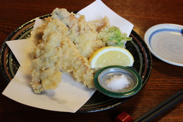 天ぷら…通なら「つゆ」より「塩」で食べるべき? 議論白熱、「ウスターソース」「カレー粉」「通は何もつけない」などの声も