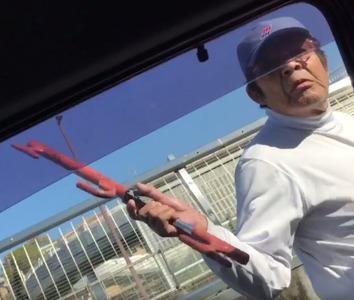 春日井物流サービスの運転手が踏切で一時停止した男性を恫喝して車に傷をつける…画像あり