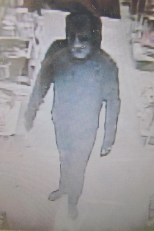 【画像】コンビニ強盗の画像を公開、誰か心当たりはないか?