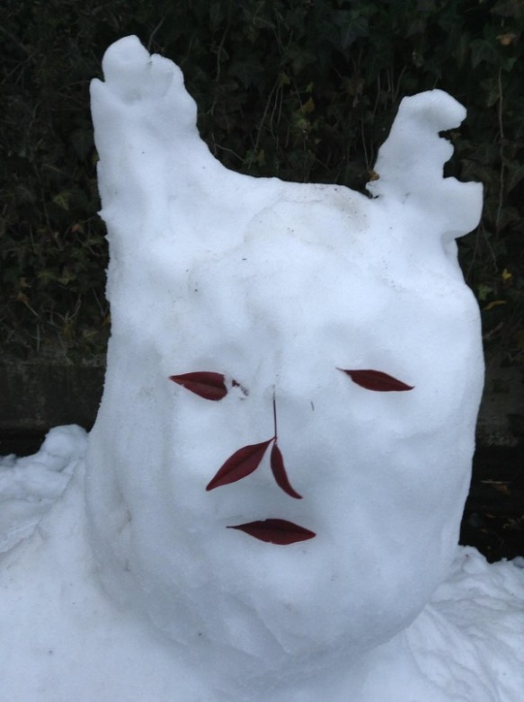 【画像】近所にあった雪だるまwwwwwwwwwwww