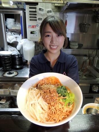 【画像】20歳の美人すぎるラーメン屋店主が人気
