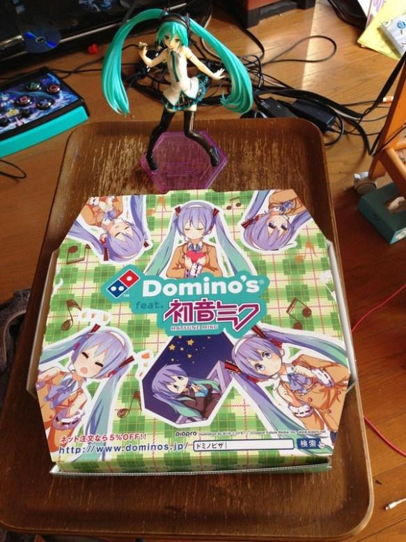 【画像】ドミノピザの初音ミク仕様の箱欲しくてピザ頼んだ結果wwwww