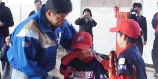 【悲報】斎藤佑樹さん小学生を泣かす