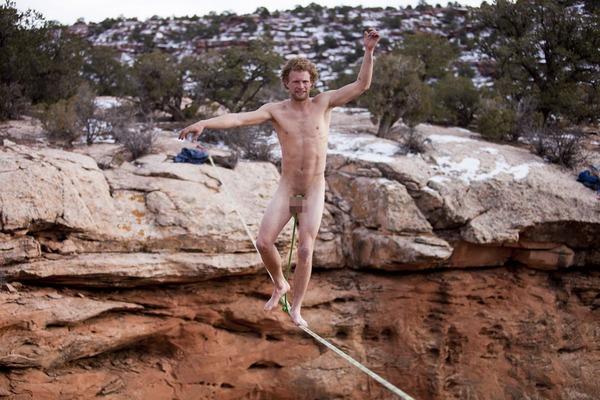 Naked-Slackliners-2858318
