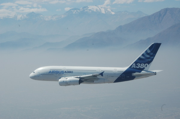 07_A380_over_flight_Santiago_FIDAE_day5