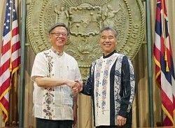 翁長知事「移設には絶対反対」 ハワイ州知事「それって政府が決めることだろ…」