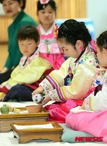 【韓国】茶道大会でまたも「ステンレス水筒」が登場してネット民大爆笑wwwww