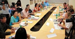 名護市長「沖縄の現状は植民地」 アメリカで市民団体に説明