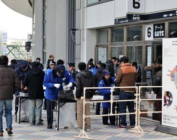 AKB握手会に殺害予告 → 警察に警備させて予定通り開催