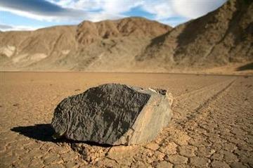 【自然】デスヴァレー「動く石」の謎、米国研究チームが解明