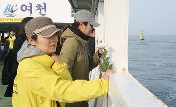 【韓国】セウォル号沈没から1年、遺族が未だに仮設住宅を占拠wwwww