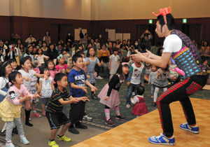 【埼玉】「ようかい体操第一」で憲法を学ぶイベント開催…ラッキィ池田が指導