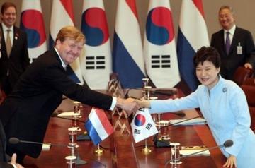 【韓国】パククネ、オランダ国王との会談で慰安婦問題に言及