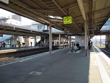 【鉄道】バッグが電車ドアに挟まれたまま発車、女性がバッグつかんだまま電車と並走し、線路に転落してケガ…JR常磐線・天王台駅