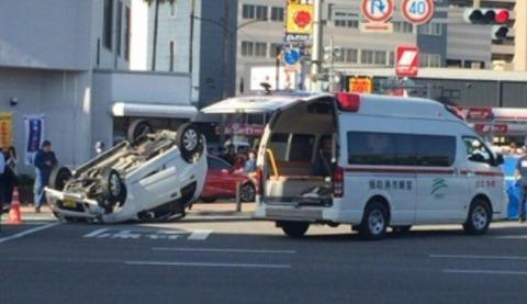 【悲惨】宮崎駅前で軽乗用車が歩道に乗り上げ、暴走!歩行者が次々はねられ、ドクターヘリも出動する事態になり、現場は大パニック