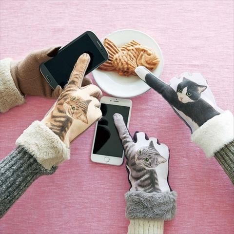 【可愛い】猫がスマホを操作してるように見える手袋「猫パンチ手袋」が登場!