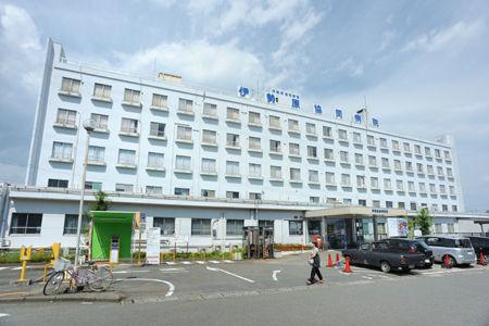 神奈川県伊勢原協同病院の入り口に男性の遺体・・けんかをしたとして運ばれた模様