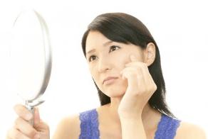 人は相手の頬の皺を見て年齢を推測していることが判明!