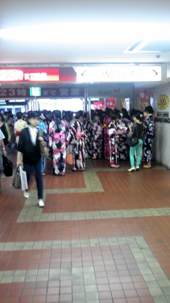 【大阪天神祭】 男性100人中100人が理解できない女の行動を目の当たりにした